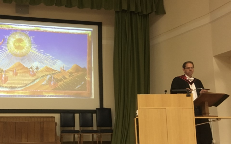 Professor Simon Gilson giving his Inaugural lecture on 22 October 2019